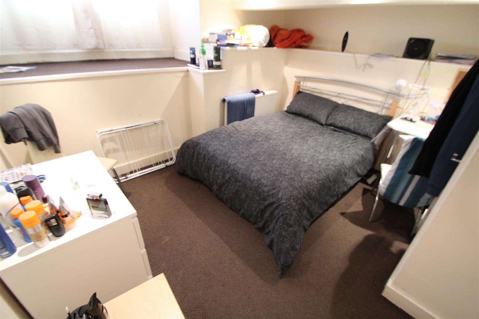 Room 2, Winston Gardens, Headingley, LS6 3LA